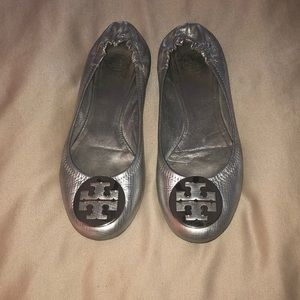 Gorgeous Tory Burch Reva flats